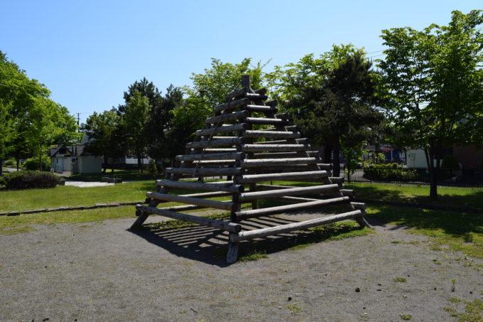 木製のジャングルジム