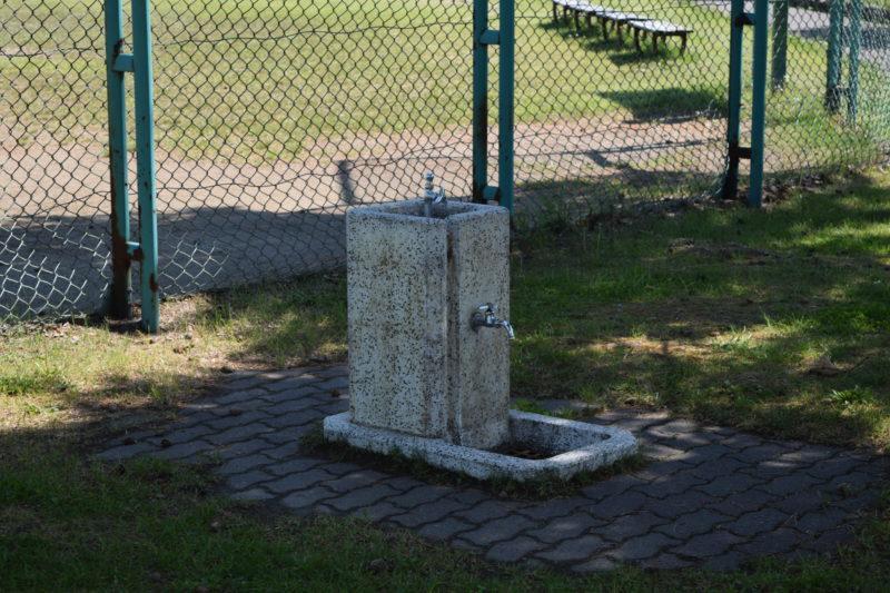 野球場付近にある水飲み場・手洗い場