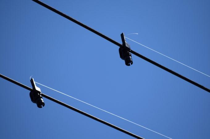 架空電線に透明な防鳥ライン