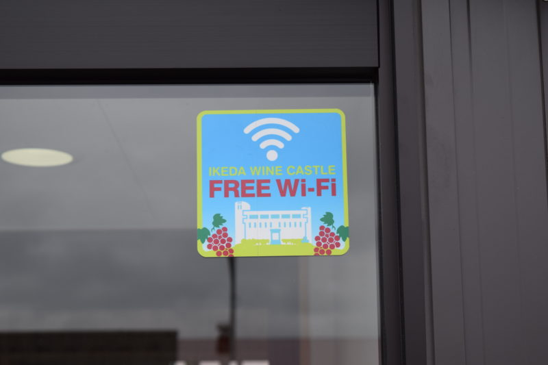 池田ワイン城Wi-Fiの提示ステッカー