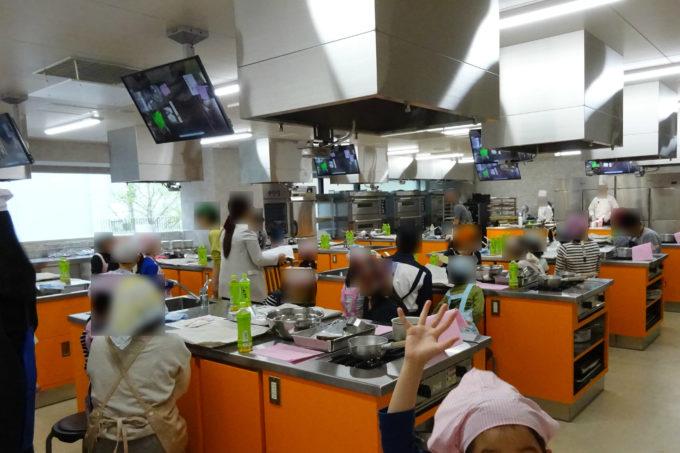ピカピカの設備の実習室