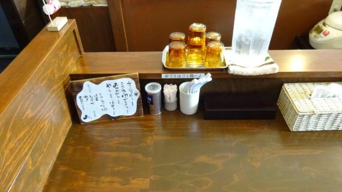 おお田ラーメン店カウンター