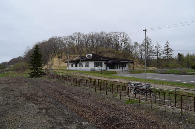 駅ホームから見る十弗農業センター