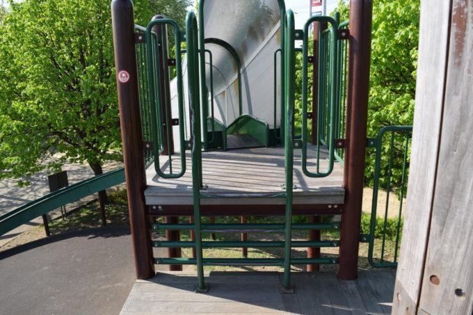 木の砦の滑り台はしご部分