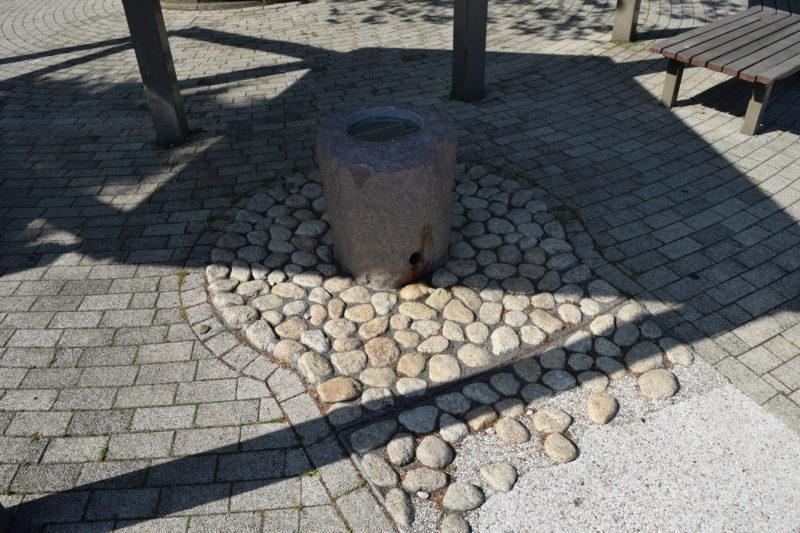 徒歩池の湧水口