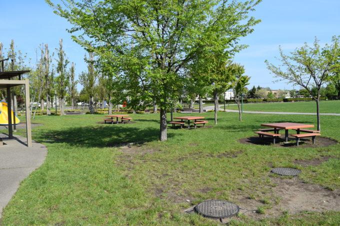 子供の森付近にあるテーブル席