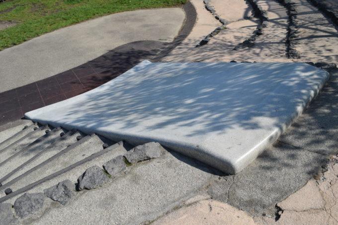 石の滑り台