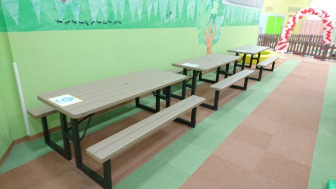 飲食可能なテーブル席
