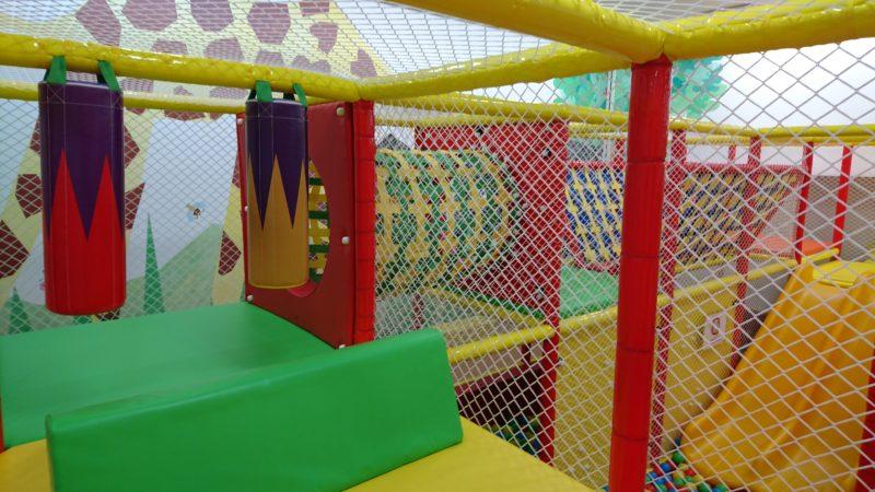 大型遊具内はのぼったり、くぐったり、渡ったりなど子供の感性を刺激します