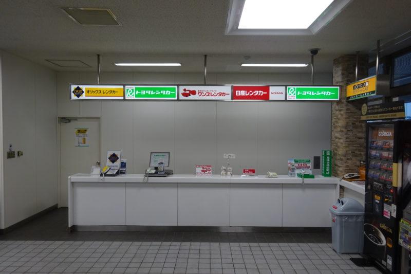 札幌丘珠空港1F到着ロビーにあるレンタカー各社の受付