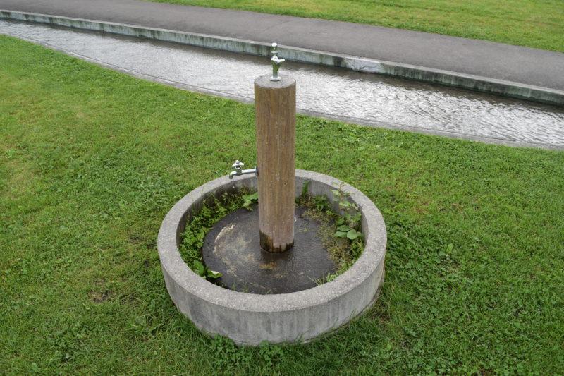 噴水近くの水飲み場・手洗い場