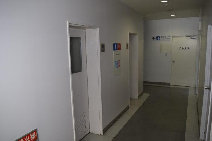 見学者ホールがある3階の男女別トイレ