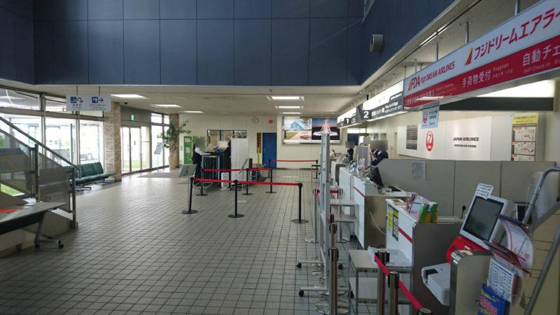 丘珠空港のJAL(日本航空)とFDA(フジドリームエアラインズ)のチケットカウンター