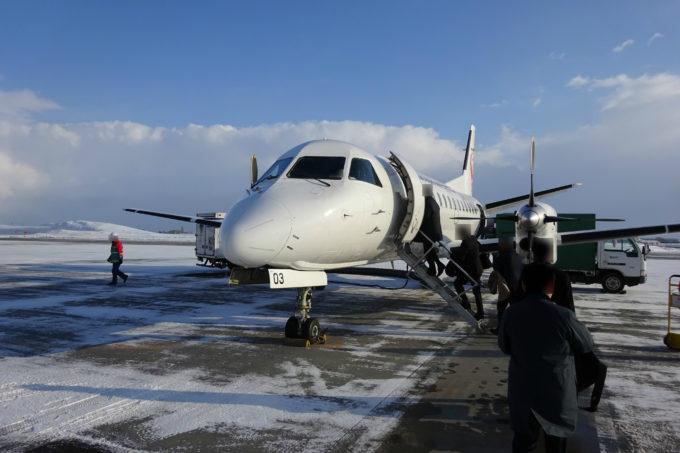搭乗待合室から駐機場、そして機体までは徒歩での移動