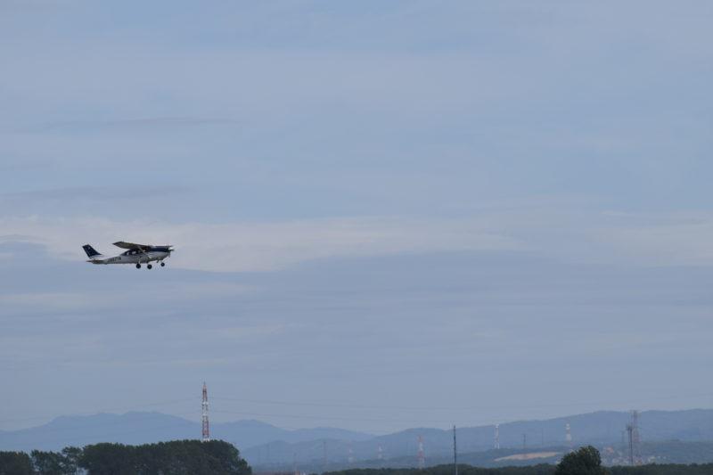 航空機だけでなくセスナの飛ぶ姿を見れるのも丘珠空港の魅力