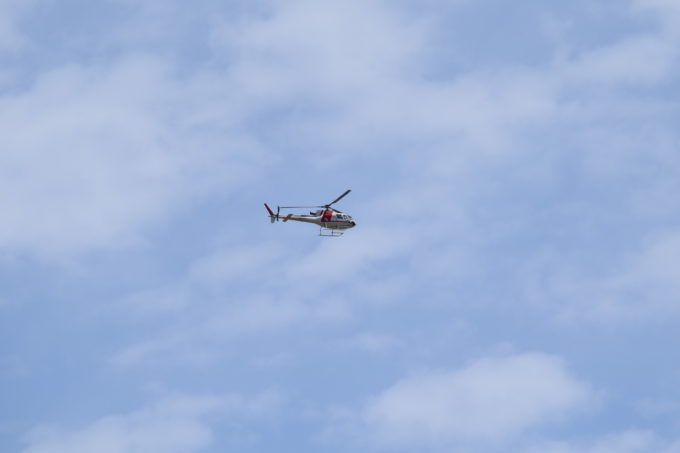 飛び立つ朝日航洋(AERO ASAHI)ヘリコプター「JA6504」