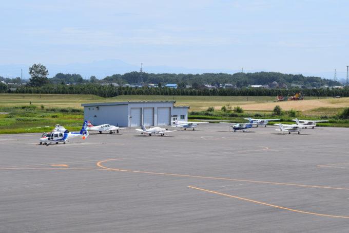 丘珠空港のセスナとヘリコプター