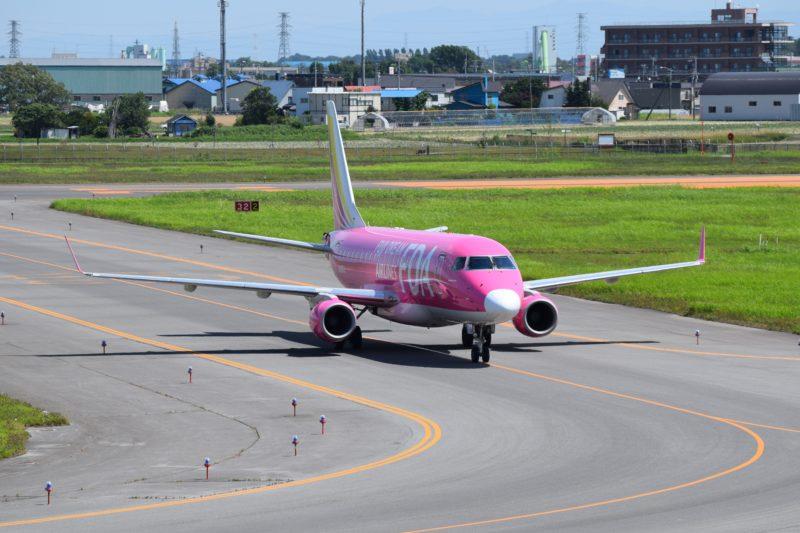 駐機場へ向かうFDA機「JA03FJ」