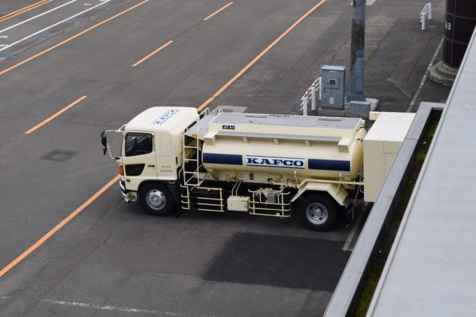 ジェット燃料(航空用燃料)JET A-1を積んだ國際航空給油の車両