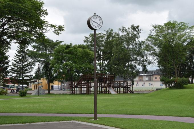 公園中央にある時計