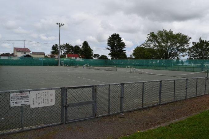 更別運動広場内にあるテニスコート