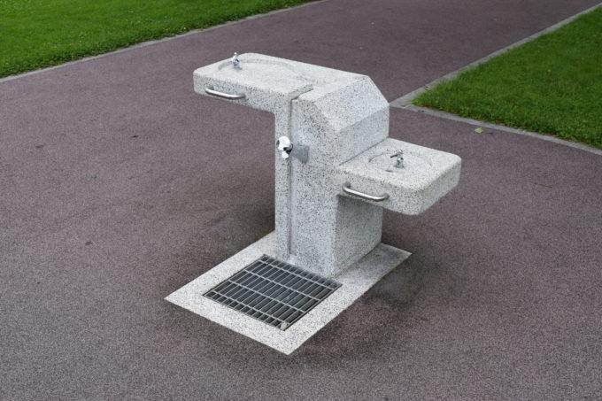 遊水路付近には水飲み場・手洗い場