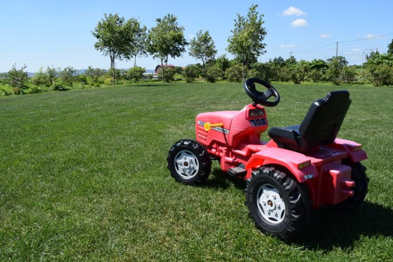 トラクタータイプの4輪おもちゃ