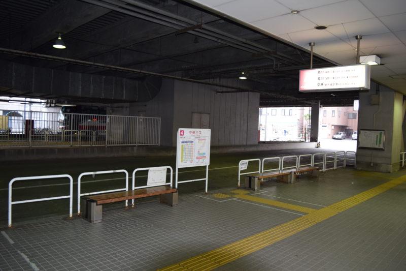 地下鉄南北線「麻生駅」バスターミナルにある新千歳空港連絡バス乗り場