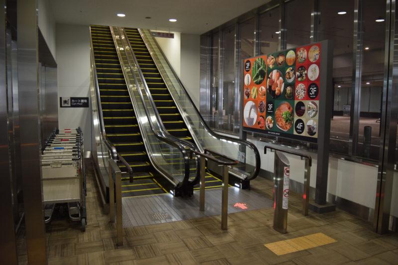 新千歳空港連絡バス国内線降り場にあるエスカレーター