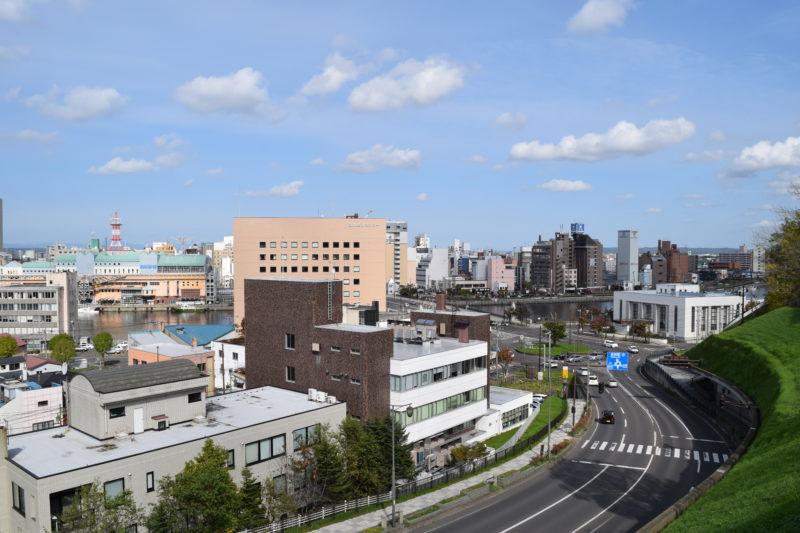 釧路フィッシャーマンズワーフMOOやロータリー式交差点、幣舞橋、末広繁華街方面