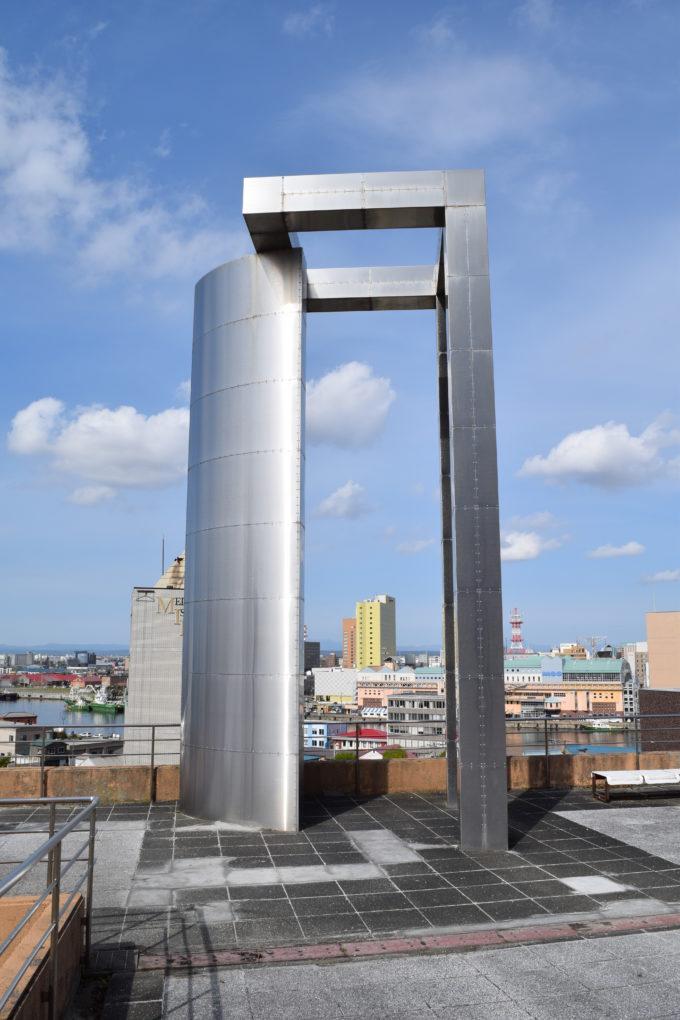 1992年に設置されたサンケンアート企画によるモニュメント「BAY GATE」