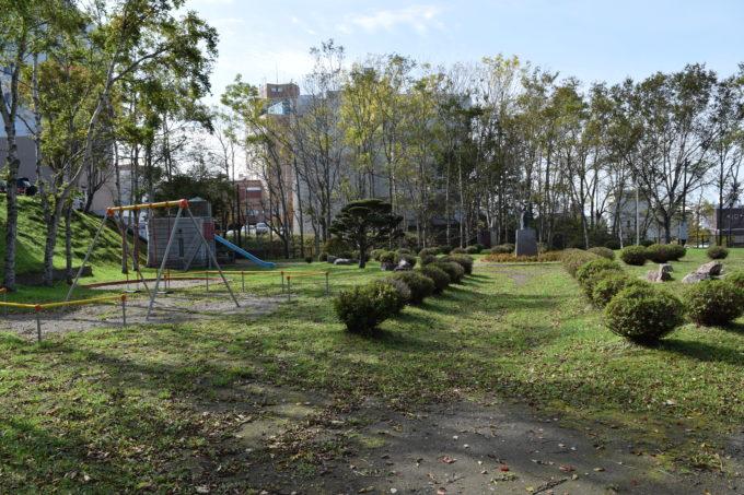 ぬさまい公園奥から公園入口方向