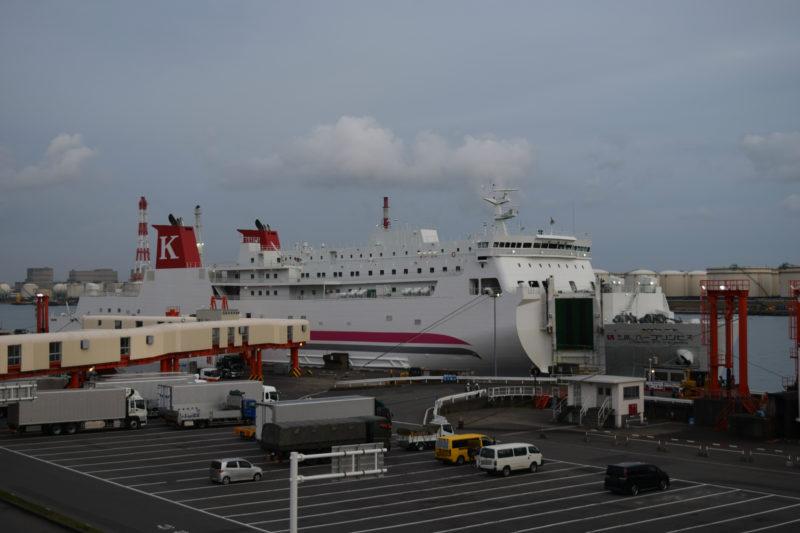 苫小牧西港フェリーターミナルに接岸する川崎近海汽船「シルバープリンセス」