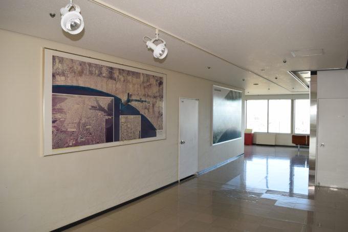 展望回廊内にある苫小牧市の写真フロア