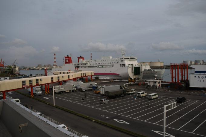 川崎近海汽船が運行する「シルバープリンセス」