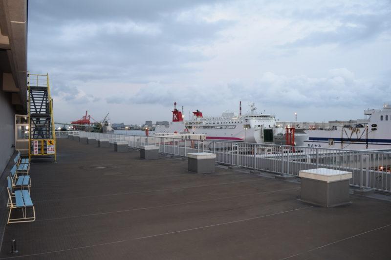 苫小牧西港フェリーターミナル3F送迎デッキ