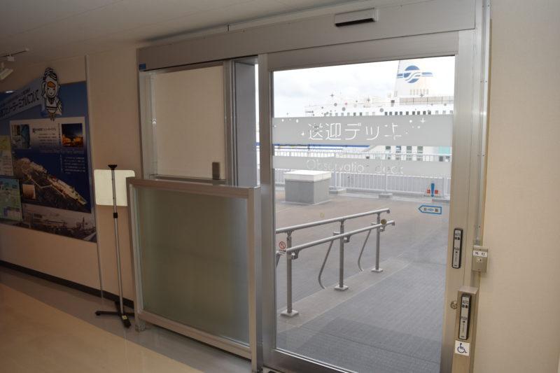 苫小牧西港フェリーターミナル送迎デッキ出入口