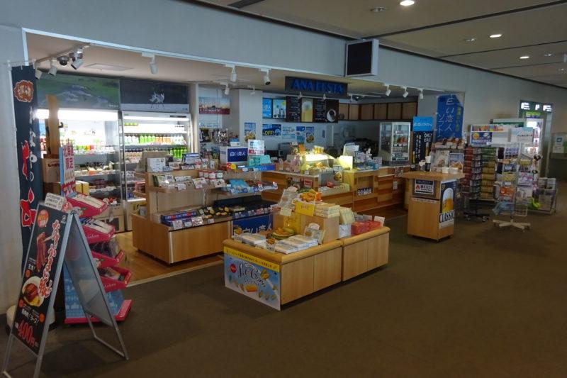 釧路空港搭乗待合室内にある売店「ANA FESTA」