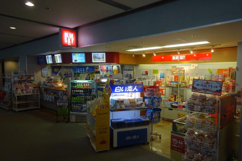 釧路空港搭乗待合室内にある売店「JALUX BLUE SKY」