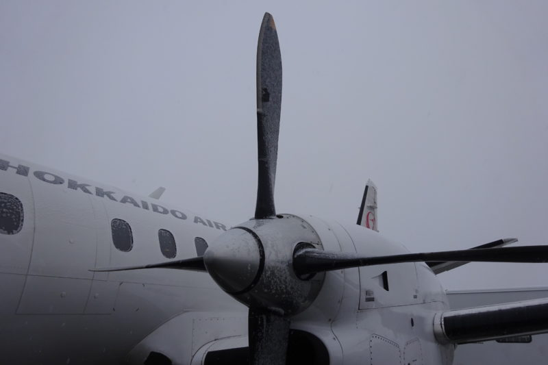 雪のプロペラ機