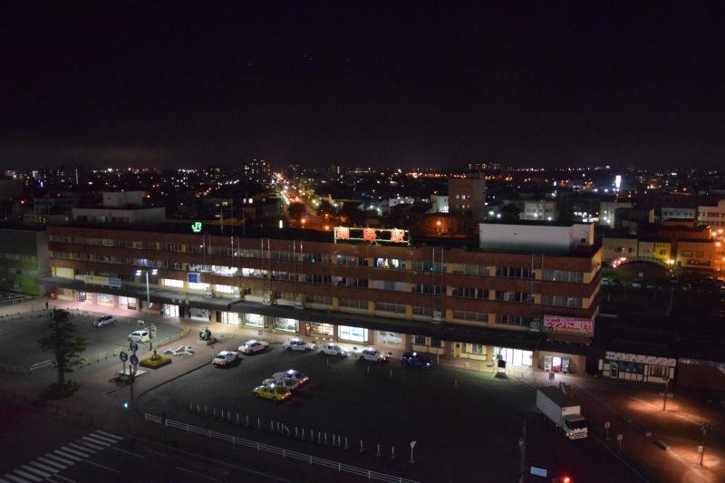 夜のルートイン釧路駅前からのJR釧路駅