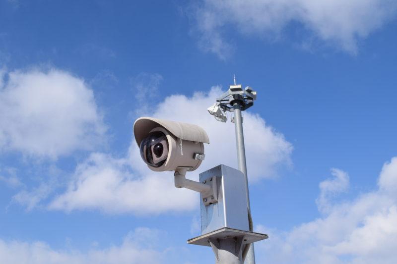 釧路空港送迎デッキにあるパナソニック製の監視カメラ