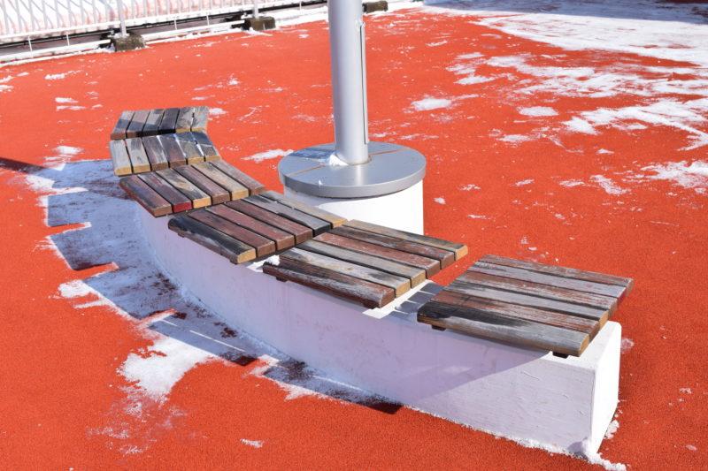 釧路のカラマツで作ったベンチ