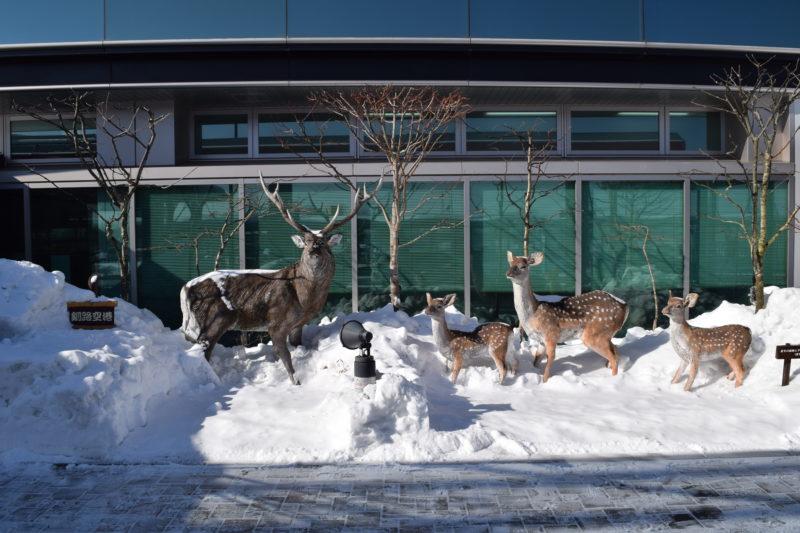 モニュメント北の動物たち「エゾシカと夏毛の雌鹿と子鹿(夏季)」