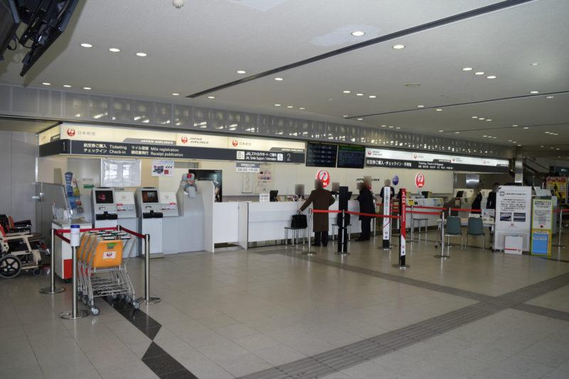 JALのチェックインカウンター