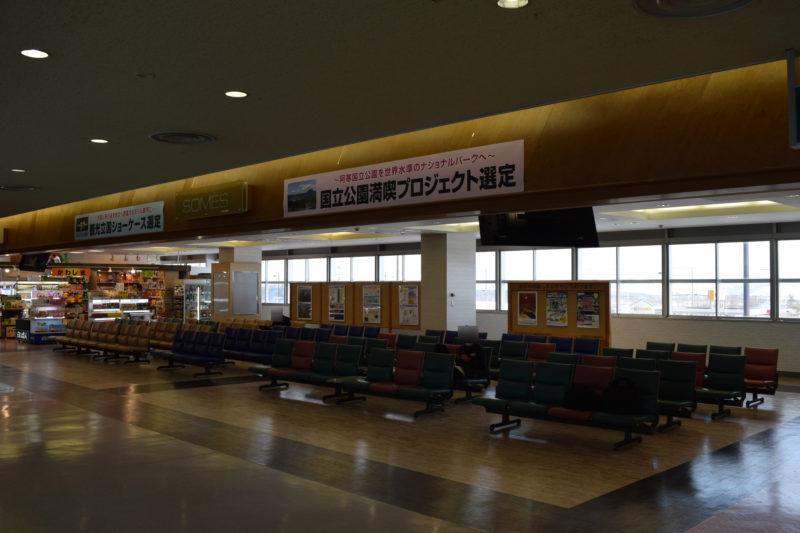 釧路空港出発ロビーの待合スペース