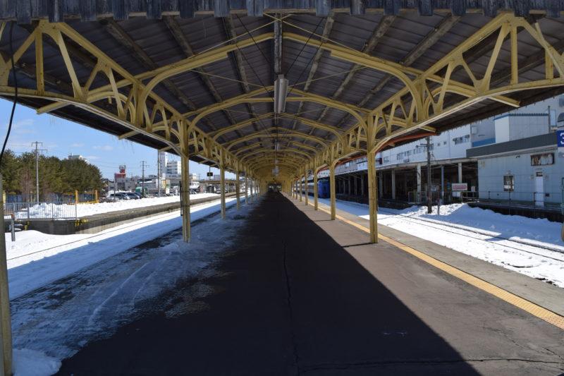 釧路駅2番線・3番線ホーム東釧路駅方面
