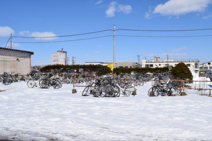 釧路駅と釧路警察署駅前交番の間にある駐輪場