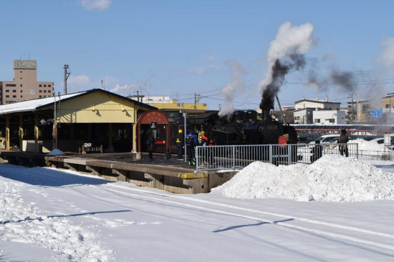 釧路駅前バスターミナル付近駐車場からのSL冬の湿原号