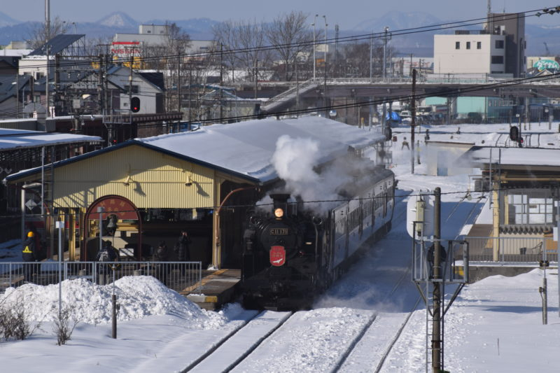 正面上からSLと釧路駅を収めることができます